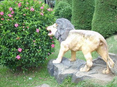 Singa carnivora, kalau yang ini patung singa yang bukan carnivora.