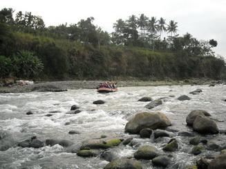 Mendekati titik akhir finish di tempuran sungai progo dan elo.