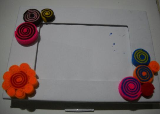 frame dengan hiasan dari kain flanel