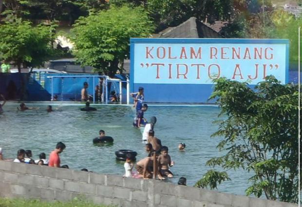 Kolam renang Tirto Asri di Muntilan.