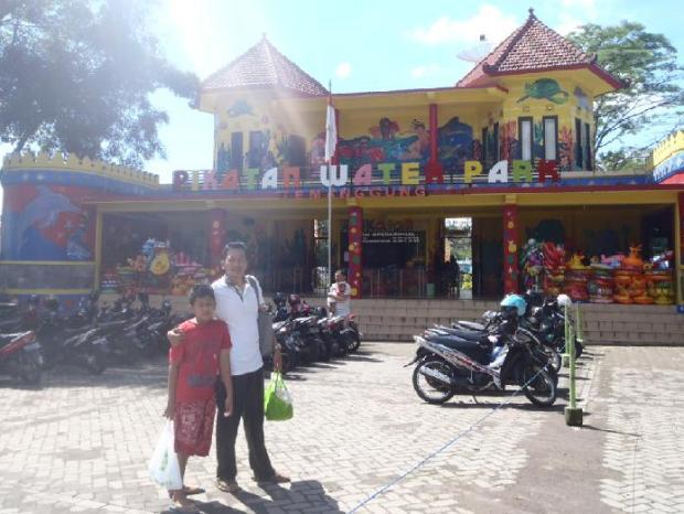 Halaman depan taman wisata Pikatan Water Park Temanggung